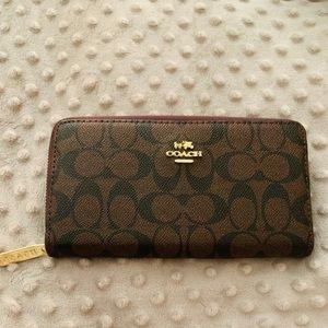 Coach - women's wallet